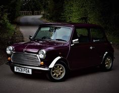 Looking absolutely gorgeous . get at for car shoots I honestly. Black Mini Cooper, Mercedes Benz, Austin Mini, Mini Uk, Porsche, Morris Minor, Mini Coopers, Classy Cars, Air Ride