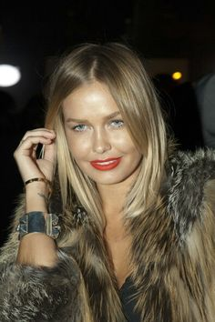 Lara Bingle dark blonde Balayage ombre