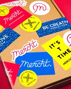 Mercht is a new startup offering a 'free way to create and sell merchandise'. Printing power to the people, you might say. Such democratic vision deserved charismatic branding, and we created an identity with a strong sense of freedom and movement. Brand Identity Design, Graphic Design Branding, Graphic Design Posters, Brochure Design, Logo Design, Corporate Design, Corporate Identity, Logo Branding, Self Branding