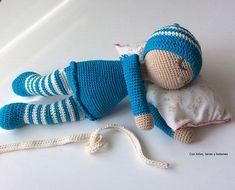 Con hilos, lanas y botones: Bebé dormilón amigurumi Crochet Art, Crochet Gifts, Crochet Dolls, Free Crochet, Crochet Designs, Crochet Patterns, Baby Dress Patterns, Amigurumi Doll, Creative Crafts