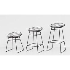 Pastoe KM06 barkruk. Een tijdloze klassieker die makkelijk in elke ruimte past, groot of klein, door het luchtig ogende frame. @Pastoe #barkruk #kruk #design #Flinders