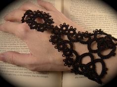 Needle Tatting and other Nonsense: Slave Bracelet Pattern - The Queens Hand.