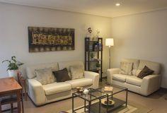 Detalle del salón común con 2 sofás 3+2, nuestro pequeño rincón de lectura. #gijon #hotelescentrogijon