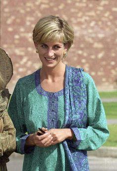 May 22, 1997: Diana at Shaukat Khanuru Memorial Cancer Hospital and Research Center In Lahore, Pakistan.