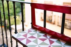 Mesita para balcón con baldosa hidráulica Balcony, Wood, Table, Tiles, Mesas, Woodwind Instrument, Timber Wood, Balconies, Tables