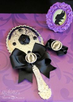 Maleficent Party Ideas - Party favors, Maleficent mirror and bow Maleficent Party, Disney Maleficent, Birthday Party Favors, Birthday Parties, Birthday Supplies, Minnie Birthday, Birthday Decorations, Villains Party, Disney Villains