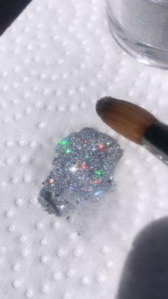 Satisfying glitter smear 😍 Sparkle Nails, Fancy Nails, Bling Nails, Trendy Nails, Glitter Nails, Cute Nails, Gel Nails, Glitter Outfit, Glitter Eyeshadow