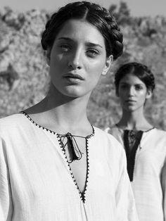 By Calliope, Angela, Vassiliki. Τα παιδιά του φωτός
