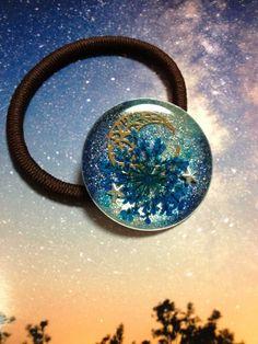 minne(ミンネ)| ☆宇宙塗りレジン作品:ヘアゴム~大きな月とレースフラワー~