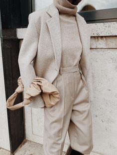 En Or - Chinti et Parket - Arket - Gia Studios - Dear Frances Classic Wardrobe, Neutral Outfit, Business Outfits, Minimal Fashion, Apparel Design, Sketch Design, Ad Design, Store Design, Logo Design
