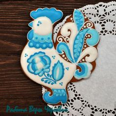 """700руб--Кулинарные сувениры ручной работы. Ярмарка Мастеров - ручная работа. Купить """"Гжель"""" пряничный петушок - символ года 2017. Handmade. Easter Cookies, Sugar Cookies, Cookie Decorating, Gingerbread, Embroidery, Desserts, Food, Decorated Cookies, Spring"""