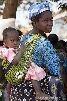 african women carrying her child