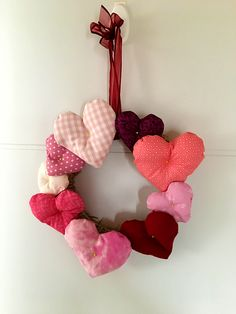 Valentine Heart, Valentines, Heart Wreath, Sewing Projects, Patches, Wreaths, Valentines Diy, Door Wreaths, Deco Mesh Wreaths