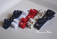 Kit com 5 laços no bico de pato (presilha) nas seguintes cores: poás azul marinho branco âncoras com vermelho bege com pesponto marinho âncoras com marinho Podendo ser confeccionado em velcro, se preferir. laços medem cerca de 4,5cm R$ 35,00
