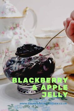 Blackberry Making Jelly, How To Make Jelly, Apple Jelly, Autumn Fall, Preserves, Blackberry, Easy Meals, Simple, Classic