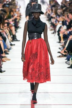 Christian Dior Herbst 2019 Ready-to-Wear-Kollektion – Vogue - stilvollefrauen. Dior Fashion, Love Fashion, Runway Fashion, Fashion Outfits, Fashion Trends, Net Fashion, Vogue Paris, Christian Dior, Fashion Week Paris