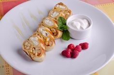Pancakes with cottage cheese and fruit Ingredients: Eggs — 2 pcs. cow's milk — 130 ml Flour — 50 g apples — 70 g...