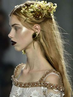 'Hairbadashery' at the shows Couture Fashion, Runway Fashion, Fashion Show, Fashion Design, Headdress, Headpiece, Looks Halloween, Photo Portrait, Mode Outfits