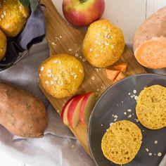 Süßkartoffelbrötchen mit Apfel & Haferflocken ⋆ Lieblingszwei * Mama- & Foodblog Baby Led Weaning, Pretzel Bites, Bread, Breakfast, Food, Sweet Potato Bread, Mudpie, Rolled Oats, Healthy Travel Snacks