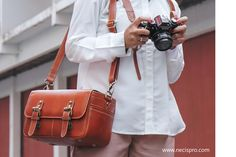 Leather Camera Bag from necispro.com  Tas Kamera kulit yang stylish Membuat penggunanya terlihat necis dan classy !