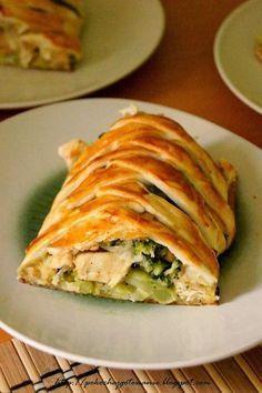 Pokochaj gotowanie: Ciasto francuskie z kurczakiem i brokułami Meat Recipes, Snack Recipes, Dinner Recipes, Cooking Recipes, Healthy Recipes, Healthy Dishes, Healthy Cooking, Good Food, Yummy Food