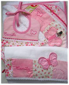 Conjunto Rosa para menina -toalha de banho, fralda, babete e fita de chucha.