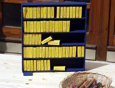Bibelregal / Bibelschrank aus Streichholzschachteln