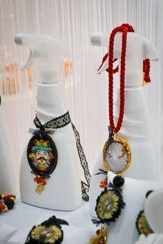 OMG white triggers as jewels support! #creativedeco #confuortogioielli #homimilano