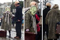Gehören diese beiden vielleicht zu Blaumeier? Auf jeden Fall reisen sie gegen den Strom – vom Ostertor zum Marktzplatz.