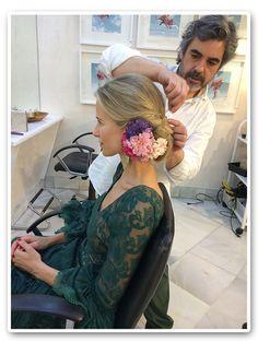 Feria de Sevilla 2014 - Blog María León Style Spanish Hairstyles, Pretty Hairstyles, Wedding Hairstyles, Gypsy Hair, Tribal Dress, Dance Poses, Wedding Looks, Traditional Dresses, Headpiece