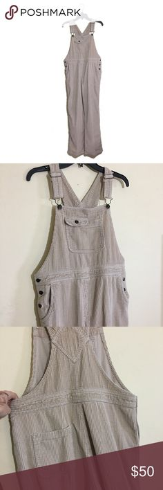Vintage 90s linen corduroy overalls Perfect condition! The material is so soft and lightweight. Perfect for spring!  Size 8  PLEASE SEE MEASUREMENTS BELOW. VINTAGE SIZING TENDS TO BE OFF.  *All measurements are approximate hand measurements taken while garment is laid flat. Double measurement where necessary (i.e. waist)* Waist 17.5 Rise 13 Thigh 12 Hips 20.5 Inseam 29.5 Length (longest) 56.5 Vintage Jeans Overalls