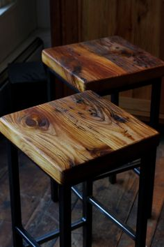Reclaimed Pine & Metal Bar Stools - Crissie Alone Home Metal Bar Stools, Diy Bar Stools, Rustic Bar Stools, Outdoor Bar Stools, Metal Stool, Wood Stool, Rico Design, Into The Woods, Banquettes