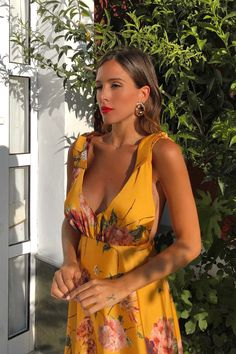 VESTIDO ALBA AMARILLO - Rocío Osorno - Diseñadora de moda - Sevilla Summer Outfits, Summer Dresses, Floral Print Maxi Dress, Linens And Lace, Casual Chic, Spring Summer Fashion, Beachwear, Evening Dresses, Fashion Dresses