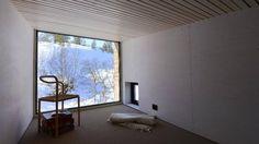 Slik tok han naturen inn i hytta - Aftenbladet. Young Designers, Cabin, Windows, Wood, Frame, Nature, Inspiration, Picture Frame, Biblical Inspiration