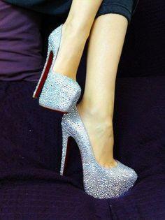 beyaz yüksek topuklu ayakkabı simli ile ilgili görsel sonucu