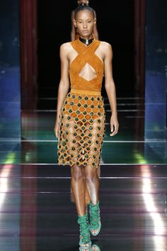 Balmain Spring 2016 Ready-to-Wear Fashion Show - Ysaunny Brito (Elite)
