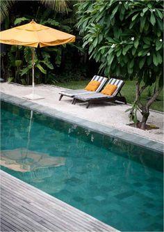 Love the different tones of tiles in the pool.
