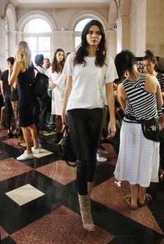 kendall-jenner-atelier-versace-show-paris-fashion-week-haute-couture-fall-winter-2015-2016_11.jpg