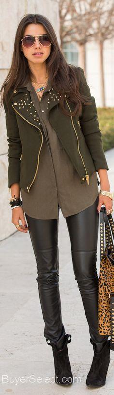 Zara Street Style muy buen outfit pre-fall con toda la tendencia, verde olviva,animal print y leggins