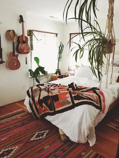 Boho Bedroom Ideas – Who can resist the temptation of collapsing into a comfortable and heavenly bed at the end of the day? Your bedroom is the central point in your house, reflecting your personality and it is more than a place to sleep boho bedroom Blue Teen Girl Bedroom, Teen Girl Rooms, Boho Bedroom Decor, Boho Room, Bedroom Ideas, Ideas Hogar, Small Room Bedroom, Comfy Bedroom, Small Rooms
