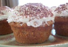 Tiramisu muffin recept képpel. Hozzávalók és az elkészítés részletes leírása. A tiramisu muffin elkészítési ideje: 45 perc Eat Me Drink Me, Tiramisu, Muffins, Cupcakes, Cooking, Breakfast, Recipes, Food, Oreos