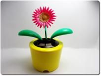 SOLAR POWERED FLIP FLAP DANCING GERBER FLOWER/DAISY TOY CAR HOME OFFICE YELLOW POT