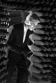 David Bowie, making The Man Who Fell to Earth, by Steve Schapiro. Shots from this scene were also part of the artwork for the cover of Bowie's 1976 album Station To Station. Angela Bowie, Robert Kennedy, Beatles, Duncan Jones, Ziggy Played Guitar, Station To Station, Lovers Eyes, The Thin White Duke, Black White