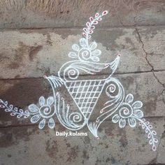 Rangoli Designs Flower, Rangoli Border Designs, Rangoli Designs With Dots, Beautiful Rangoli Designs, Flower Designs, Small Free Hand Rangoli, Free Hand Rangoli Design, Small Rangoli Design, Peacock Rangoli
