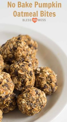 Pumpkin Oatmeal Energy Balls Healthy No Bake Pumpkin Oatmeal Energy Bites are going to be your go-to healthy snack all fall long.Healthy No Bake Pumpkin Oatmeal Energy Bites are going to be your go-to healthy snack all fall long. Healthy Sweets, Healthy Baking, Healthy Drinks, Healthy No Bake, Healthy Foods, Quick Healthy Snacks, Healthy Bars, Healthy Breakfasts, Healthy Fruits