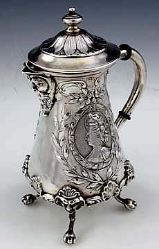 ღ❤༺ Continental silver figural chocolate pot. Photo from Silverperfect.com