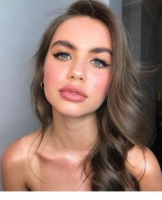 Long Wavy Ash-Brown Balayage - 20 Light Brown Hair Color Ideas for Your New Look - The Trending Hairstyle Cool Brown Hair, Brown Hair Cuts, Golden Brown Hair, Brown Hair Shades, Light Brown Hair, Brown Hair Colors, Natural Brown Hair, Chocolate Brown Hair Color, Bronde Hair