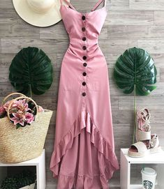 Image may contain: people standing Stylish Dresses, Simple Dresses, Cute Dresses, Casual Dresses, 80s Fashion, Look Fashion, Fashion Dresses, Fashion 2020, Winter Fashion