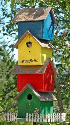 BIRD HOUSE – birdhouse condo complex, great idea for lots of birdhouses. #backyardbeekeeper