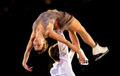 Alex Paul and Mitchell Islam's gorgeous overhead lift at the Skate Canada Gala 2015